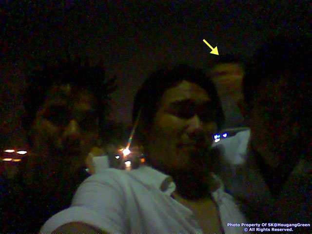 4th Head When 3 Persons Taking Photo?
